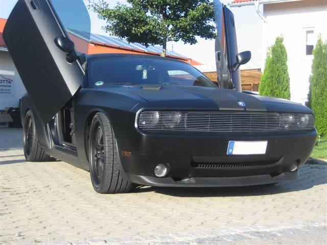 Dodge-SRT-schwarz